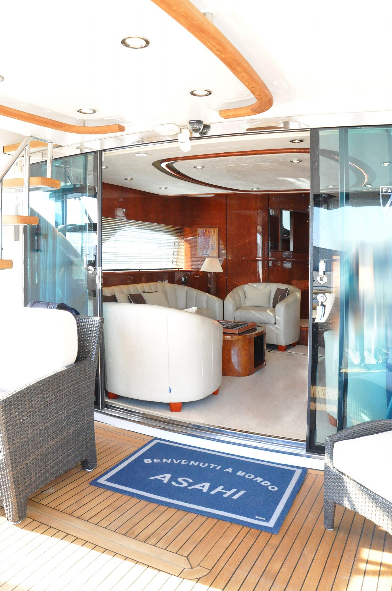 english fairline squadron 74 inyachts ibiza. Black Bedroom Furniture Sets. Home Design Ideas